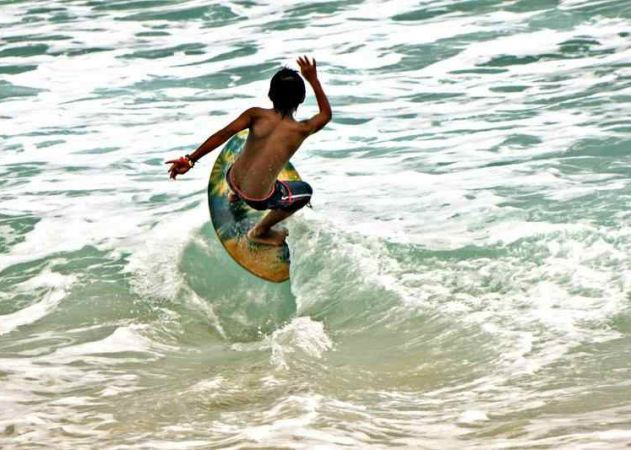 Be amazed with skimboarders waiting for a wave, sprint towards it and upon reaching the wet sands, drop the board, quickly jump onto it, glide into the ocean to meet the incoming wave and then ride it back to the shore. That's a tough one! | Photo by Ms. Leah Valle