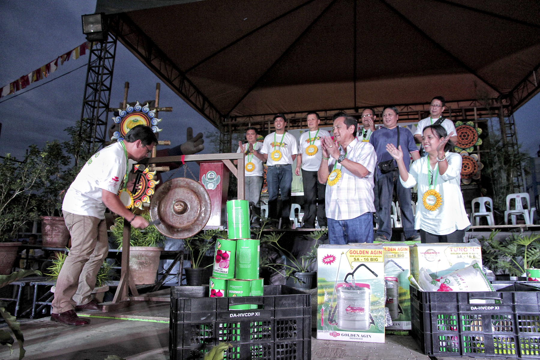 Mayor Allan L. Rellon formally opens the 3rd UGMAD Festival 2015 by hitting the gong, signaling the start of the three weeklong festival (August 31 to September 20) showcasing different agricultural products in the city done last September 4, 2015.
