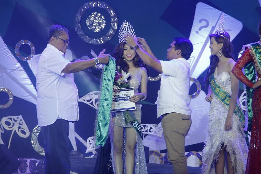 Davao del Norte Governor Rodolfo P. del Rosario and Mayor Allan L. Rellon officially crowned the new Ambassadress of Goodwill the Mutya ng Tagum City 2015 Jane Irish Mae Duque from Barangay Magugpo North at the RDR Gym on Thursday night November 19, 2015.
