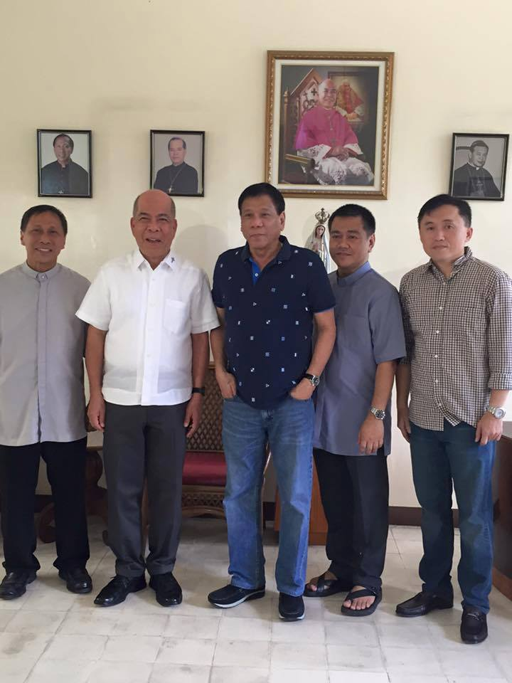 Photos of Archbishop Valles (in white), Mayor Duterte, Bishop Rimando, Msgr. Cuison and Bong Go downloaded from the Facebook page Rody Duterte.
