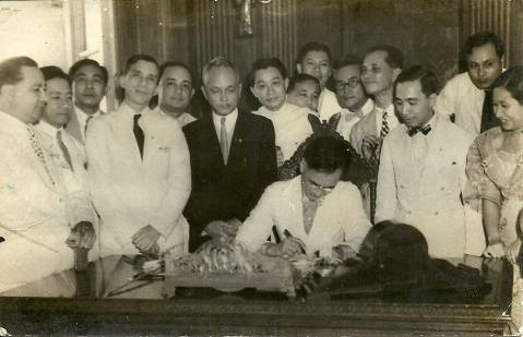 Manuel Quezon signing the charter declaring the Davao as a city, March 1936. Romualdo Quimpo as the first elected Assemblyman of Davao City. He was one who declared Davao as a chartered city. Thanks to Randy Quimpo.